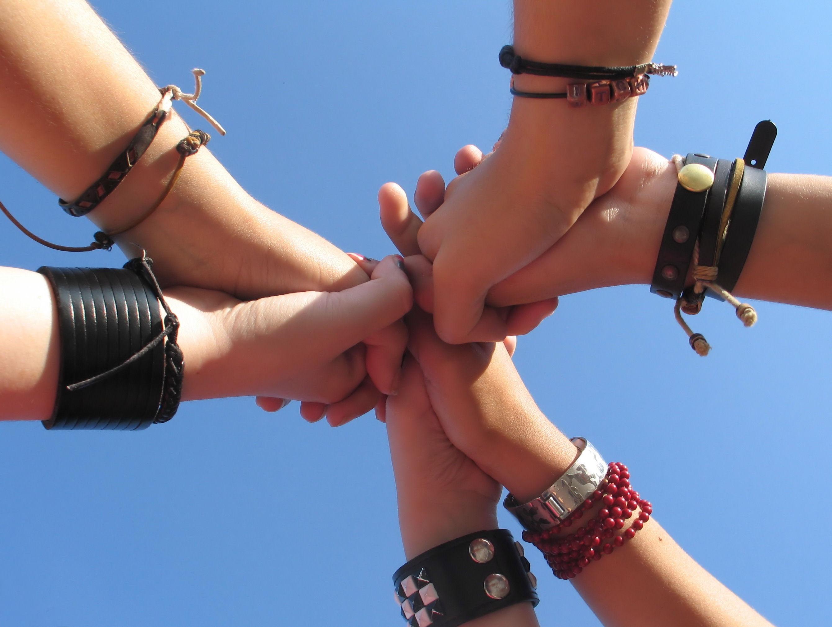 5 hands support